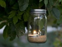 Свеќи во Мејсонови тегли